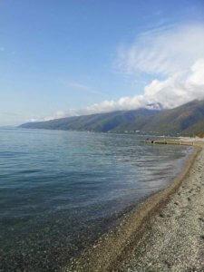Абхазия отдых в Гаграх без посредников. Пляж перед домом.
