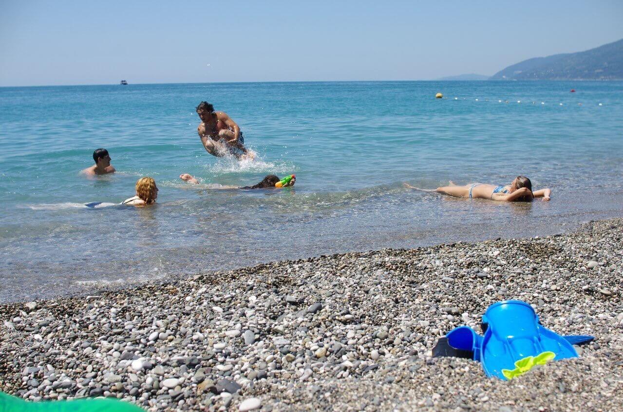 Абхазия Гагра пляж рядом с нашим гостевым домом