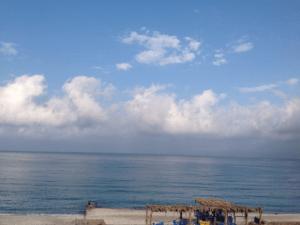 Гагра море пляж рядом с нашим гостевым домом